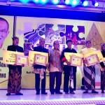 Aburizal Bakrie Beri Penghargaan Bagi Pelestari Budaya Jawa