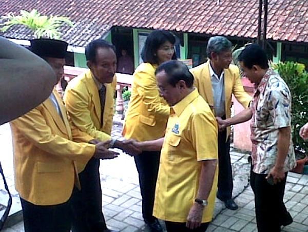 Akbar Tanjung saat berkunjung di DPD PG Wonogiri