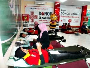 Suasana donor darah di rumah Albi