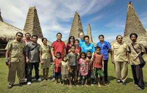 Kunjungan tim Alfamart, UNICEF dan Suku Dinas Kesehatan Sumba Barat Daya ke Kampung Ratenggaro, Kecamatan Kodi Bangedo –– salah satu daerah di Nusa Tenggara Timur dengan tingkat Malaria yang tinggi.