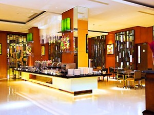 Suasana kenyamanan di La Table Restoran Ibis Hotel Solo