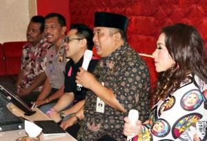 Wardoyo Wijaya saat karaoke bersama Melly