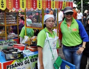Sosialita Solo serhakan mini caounter ke perempuan mandiri di CFD Minggu (27/10/2013)