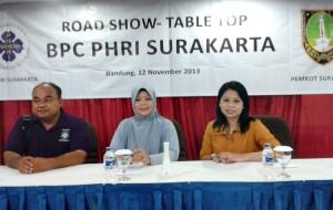 Humas PHRI Solo MSU Adjie, bersama peserta roadshow di Bandung