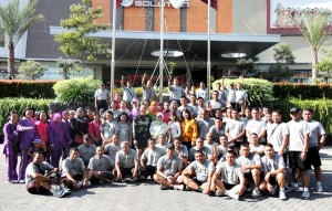 Tim Kodim bersama Manajemen Soparmal, foto bareng usai aerobic. Jumat (10/1/2014)
