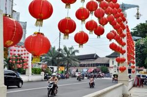 Lampion dipasang di jembatan Pasar Gede, Solo