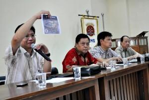 Susanto, Koordinator Pelaksana SIF menunjukan lay out stan