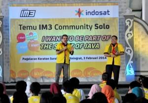 CEO Ooredo Group-Dr.Nasser Marafihkiri dan Alexander Rusli, IM3 Community di Pagelaran Keraton Surakarta