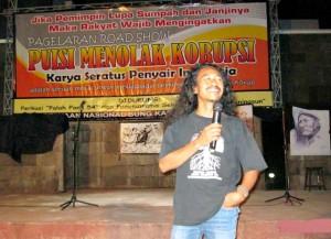 Koordinator Puisi Menolak Korupsi, Sosiawan Leak
