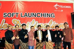 Managemen Telkomsel beserta Jajaran Muspida Pemerintah Kota Surakarta berfoto bersama setelah sukses menggelar soft launching Solo Destination.