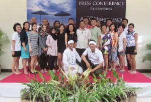 oto bersama tim manajemen dari Archipelago International, Aston Sunset Beach Resort - Gili Trawangan dan para awak media.