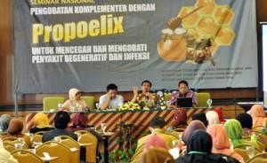Pengobatan Komplementer dengan Propoelix untuk Mencegah dan Mengobati Penyakit Degenerat dan Infeksi' seminar kesehatan tingkat nasional diselenggarakan oleh HDI Group of Company Indonesia di Syariah Hotel Solo, Sabtu (7/6/2014).