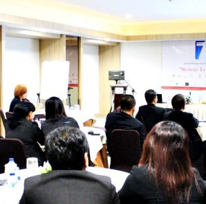 General Manager & Sales Marketing Manager, saat mengikuti meeting conference Azana Hotel Managemen di Sala View Hotel, Sabtu (13/9/2014)