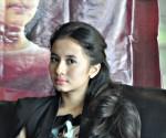 Laudya Chintya Bella, pemeran film Haji Backpacker, saat jumpa media di BEES Resto SGM Solo . Senin (29/9/2014)