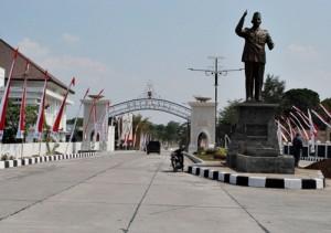 Patung Sukarno yang rencananya di resmikan Jokowi , Sabtu (4/9/2014)