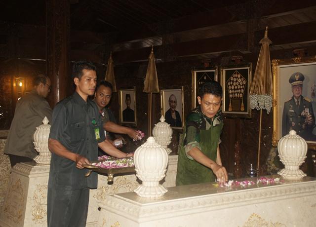 Lorin & Syariah Hotel Gelar Ziarah, Kerja Bakti Di Giribangun