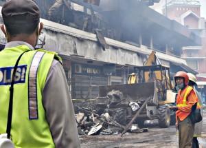 Puing puing Pasar Klewer Dibersihkan