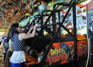 Peserta Street Basket Ball sedang beraksi di Kings Fun Hartono Lifestyle Mall Solo. Minggu (18/1/2015)