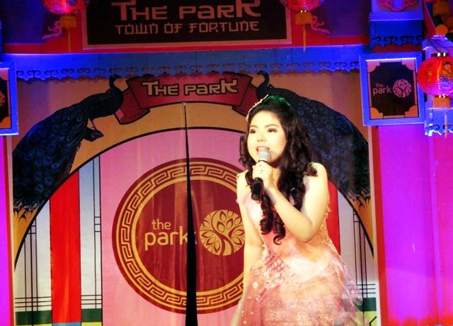 Tina Toon Imlekan di The Park Mall
