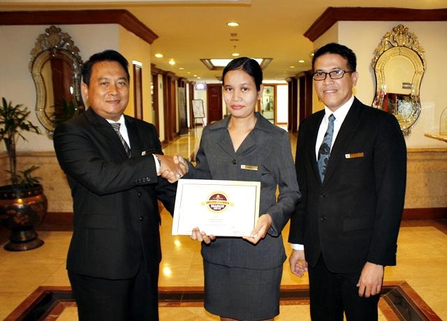Yudhia Kurniati Karyawan Terbaik The Sunan Hotel Solo