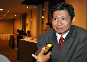 Ir.Susanto, Prinsipal KW  Solo, ketika diwawancarai wartawan.