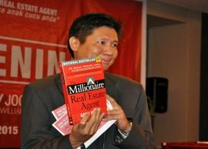 "The Millionaire Real Estate Agent"" edisi bahasa Indonesia. Penulis buku MREA adalah Gary Keller (Co Founder and Chairman of Keller Williams Realty Inc), Dave Jenks dan Jay Papasan (Chief Publishing Officer Keller Williams Realty Inc – USA)"