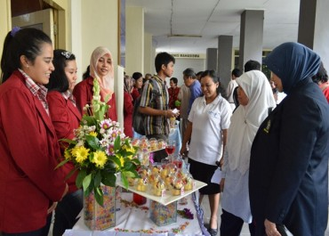 Lustrum VII Unisri Gelar Food Fair
