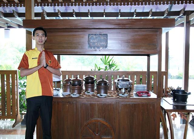Gerobak Ramadhan Hadir di The Gambir Anom Hotel