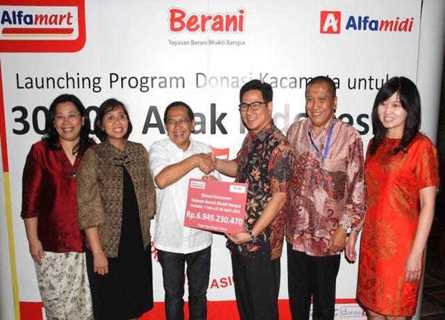 Donasi Konsumen 30.000 Kacamata untuk Anak Indonesia