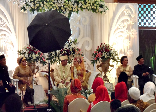 Pernikahan Mewah di Aziza Hotel