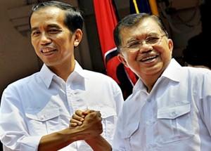 Bakal Capres-Cawapres PDI-Perjuangan Joko Widodo (kiri) dan Jusuf Kalla (kanan) mendeklarasikan sebagai pasangan Calon Presiden dan Cawapres di Gedung Joang 45, Menteng, Jakarta, Senin (19/5)