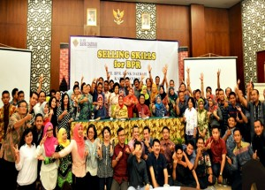Sejumlah jajaran dan pimpinan PD Bank Daerah Karanganyar berfoto bersama usai workshop