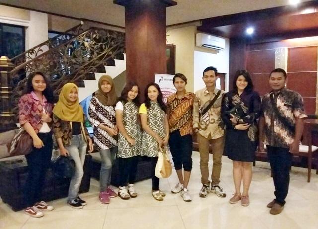 Dresscodw Batik tetap menjadi identitas yang dikenakan oleh Tim Solo Batik Carnival