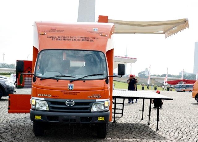 CSR Hino Dutro 130 MDL mobil Panggung