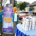 Bank Daerah Karanganyar Bagi Bagi Takjil Gratis