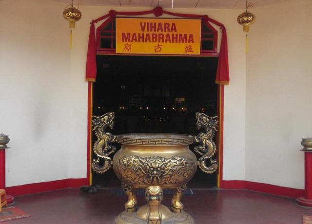 Klenteng-Tri-Dharma-Avalokitesvara-pojok-pasar-gede