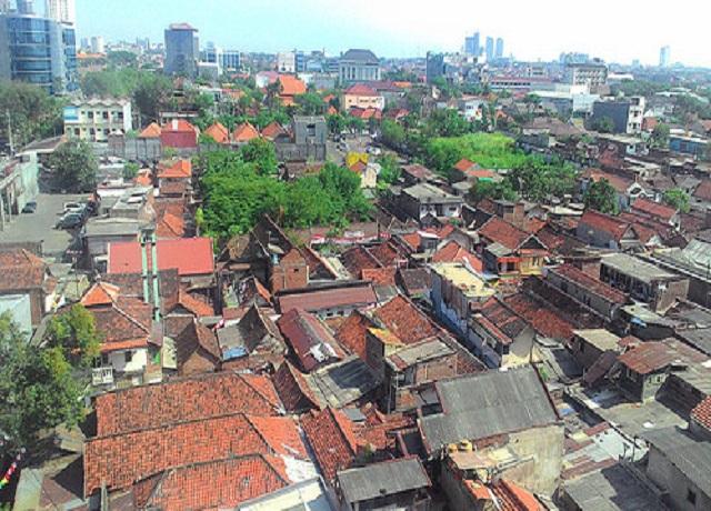 Perkampungan Surabaya di abil dari sudut Tunjungan Plaza