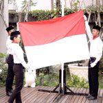 Novotel-Ibis Solo Gelar Upacara Bendera di Kolam Renang
