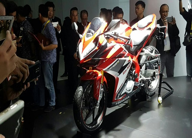 Tampak-samping-kiri-All-New-Honda-CBR250RR-Merah-1-Pertamax7.com_