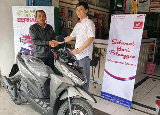 astra-motor-2-penyerahan-langsung-sepeda-motor-honda-vario-150-special-edition-di-ahass-karya-agung-sukoharjo