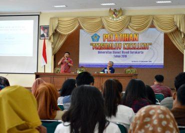Unisri Gelar Pelatihan Personality Excellent Bagi Wisudawan