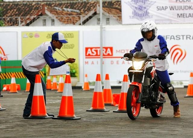 safety-riding-centre-astra-motor-jogjakarta-sedang-dikunjungi-wisawatan-2