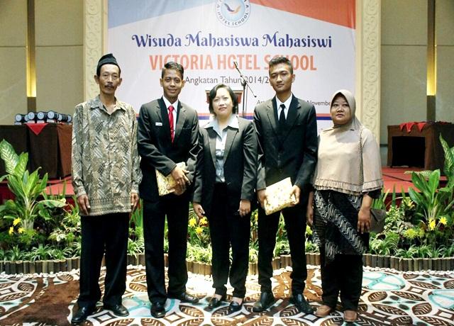 Wisudawan Terbaik Victoria Hotel School 2016