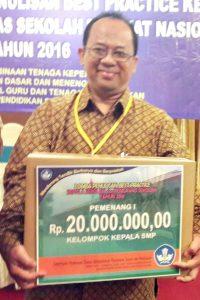 Penerimaan Hadiah Bagi Juara I Lomba Best Practice Tingkat Nasional di Hotel Ambhara Jakarta.