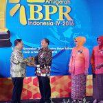 Bank Karanganyar Raih Penghargaan Economic Review 4 Kategori