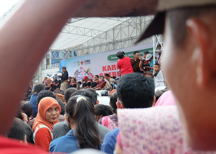 Ketua Panitia Grebeg Sudiro 2017, Wahyu Sugiarto, sambutan  pemberangkatan karnaval. Minggu (22/1/2017)