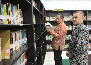 Tim Monev Kopertis VI Evaluasi Perpustakaan UNIBA Solo