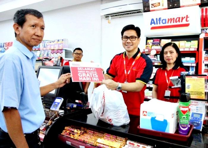 Tak Transparan, Alfamart Dipetisi Soal Sumbangan Konsumen