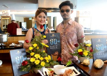 Kampanye Earth Hour di The Sunan Hotel Solo