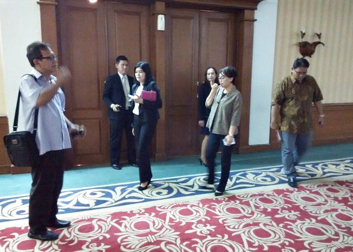 MENINJAU HOTEL : Tim Verifikasi HPN 2018 Muhamad Ihsan dan Teguh Santosa ballroom The Sunan Hotel, Kota Solo
